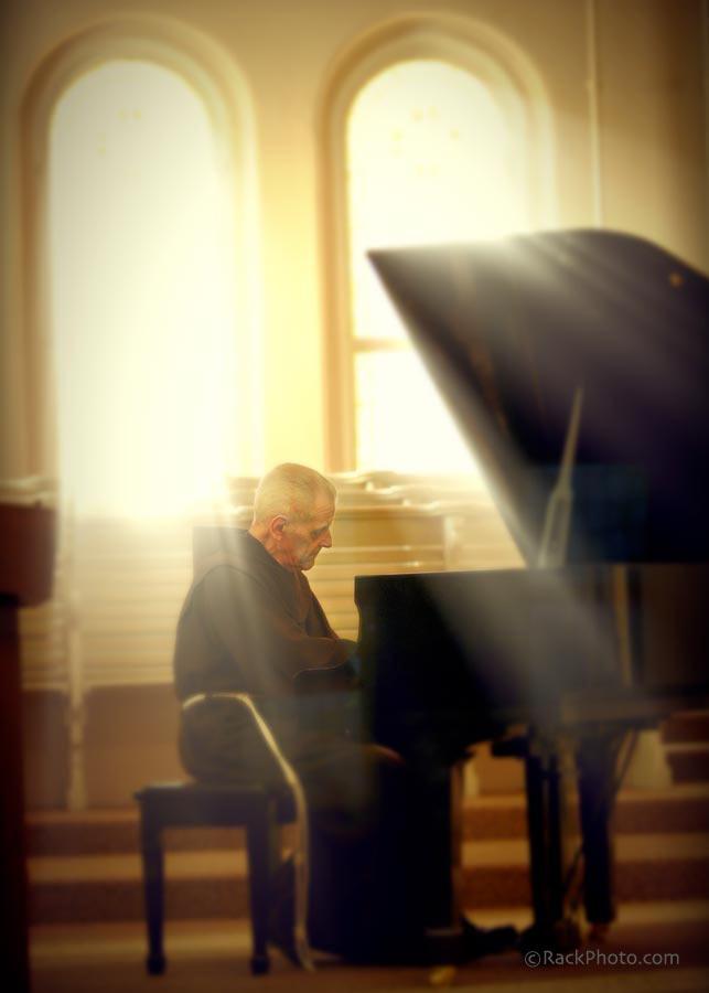 friar-piano-900